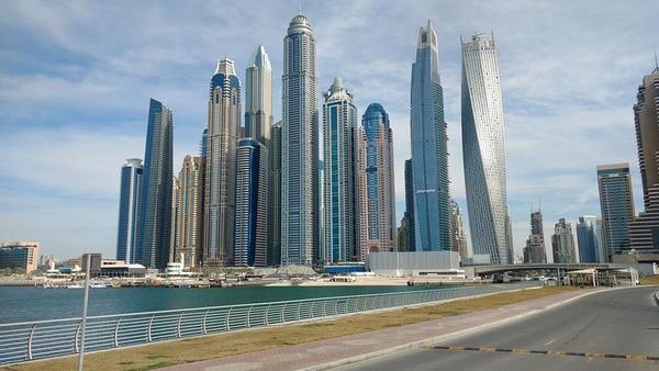 Dubai será a primeira cidade do mundo a testar a placa de carro inteligentes!