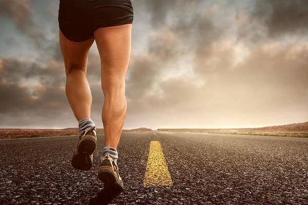 O correrias uma maratona em sandálias? Este engenheiro quer provar que pode