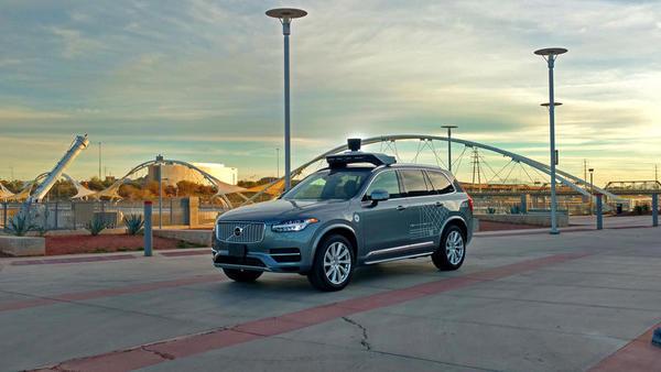 Quem teve a culpa no atropelamento mortal do carro autônomo de Uber: a empresa ou a mulher?